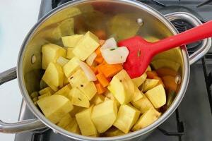 タイムとサツマイモのポタージュの作り方6