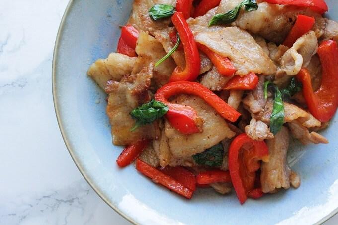 バジルと豚肉のにんにく醤油炒めの作り方