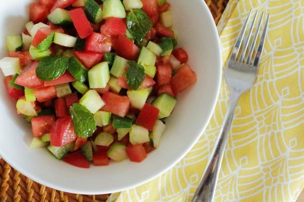 ミントとトマトの地中海サラダの作り方