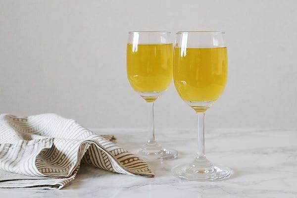 安いワインでも美味しくなる!|カモミールワインの作り方