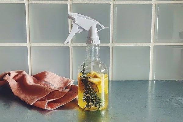 ローズマリーの使い方|お掃除に大活躍!手作りクリーナー7レシピ