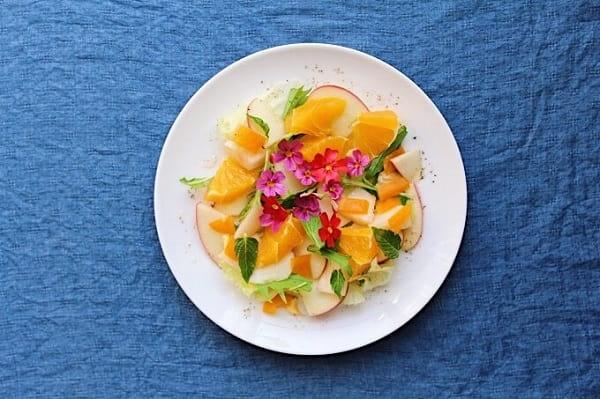 ハーブの花を使ってフラワーサラダを作る